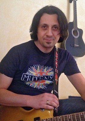 Igor Isanto beim E-Gitarrenunterricht in Bergedorf